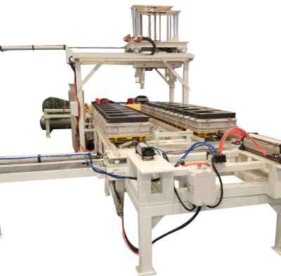 Horizontal parting flaskless molding line